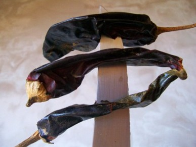 Dried_guajillo_peppers_2