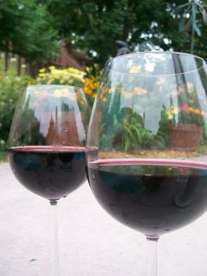 Wine_poolside